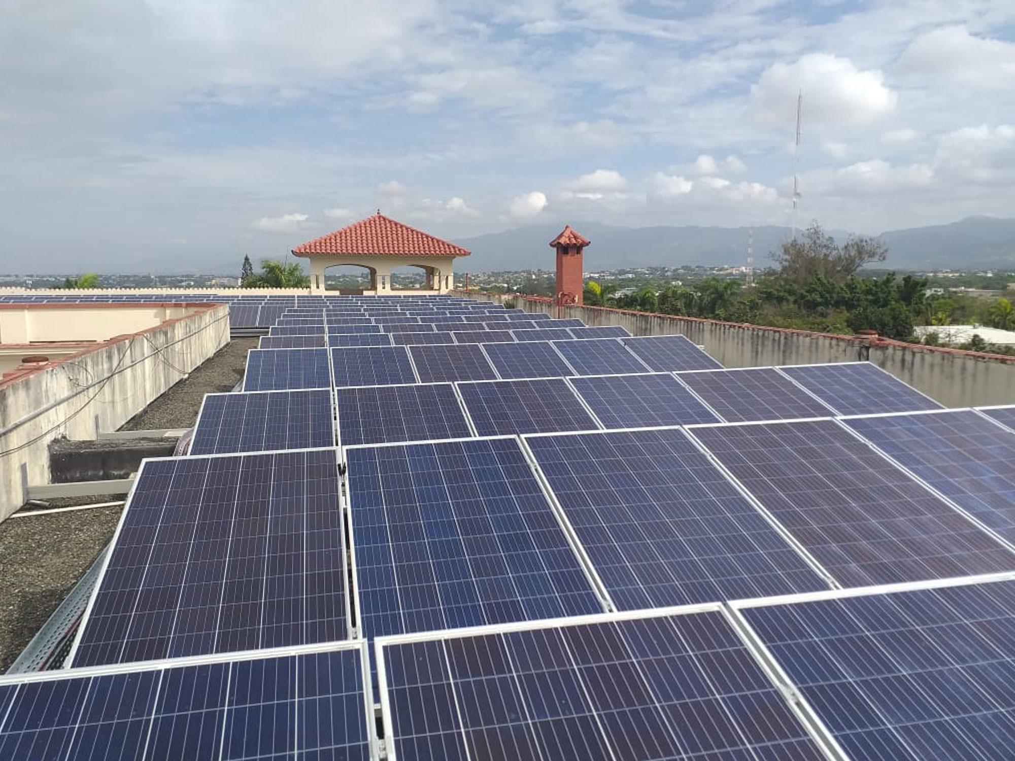 Instalación solar fotovoltaica en un colegio